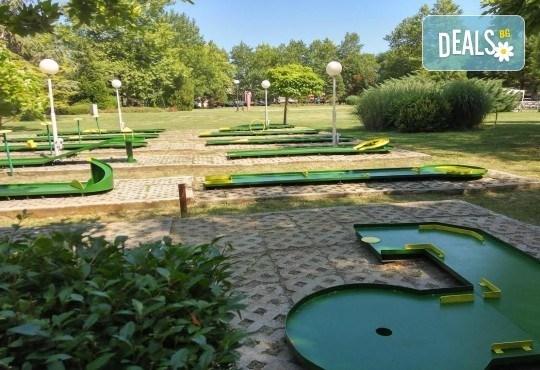 Страхотно забавление за малки и големи! 2 игри на мини голф от Мини Голф в к.к. Албена! - Снимка 1