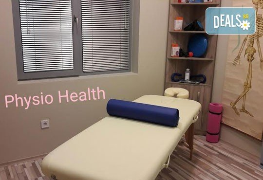 Болкоуспокояващ масаж на гръб с терапевтични масла и акупресура на тригерни точки в студио Physio Health! - Снимка 6