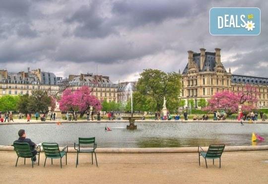 Уикенд в Париж със самолет от юли до октомври: 3 нощувки, закуски, самолетен билет и туристическа програма от София Тур! - Снимка 5