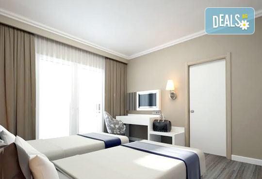 Super last minute почивка със самолет в Анталия! 7 нощувки, All Inclusive в хотел L`ANCORA BEACH 4*, Кемер, двупосочен билет, летищни такси и трансфери - Снимка 3