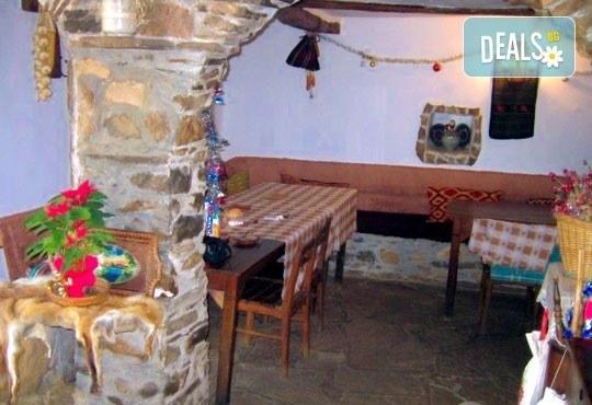 Почивка в Балканджийска къща, с. Живко: 2 закуски, 2 вечери, 1 обяд и конен преход до езеро Беляковец! - Снимка 4