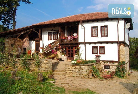 Почивка в Балканджийска къща, с. Живко: 2 закуски, 2 вечери, 1 обяд и конен преход до езеро Беляковец! - Снимка 2