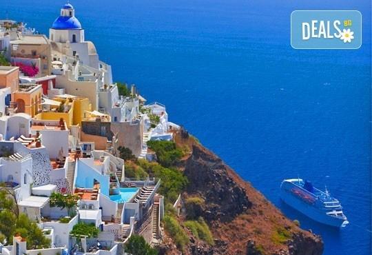 Септемврийски почивка на о. Санторини и в Атина, Гърция! 6 нощувки със закуски, транспорт и фериботни билети и такси! - Снимка 1