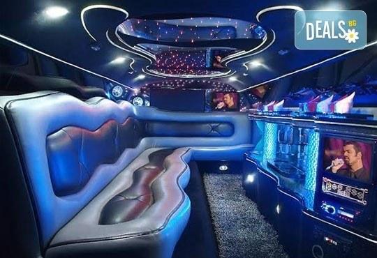 Лукс! Едночасова разходка на цялата компания с холивудска стреч-лимузина от Vivaldi Limousines и San Diego Limousines - Снимка 8