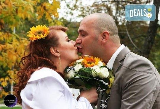 Фото и видео заснемане на сватбено тържество, неогранични кадри, видеоклип, фотокнига и още подаръци, от Townhall Productions! - Снимка 6