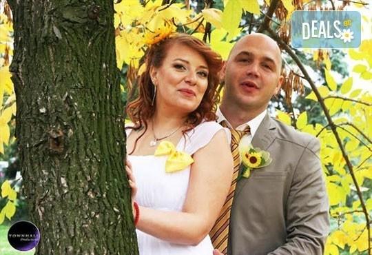 Фото и видео заснемане на сватбено тържество, неогранични кадри, видеоклип, фотокнига и още подаръци, от Townhall Productions! - Снимка 5