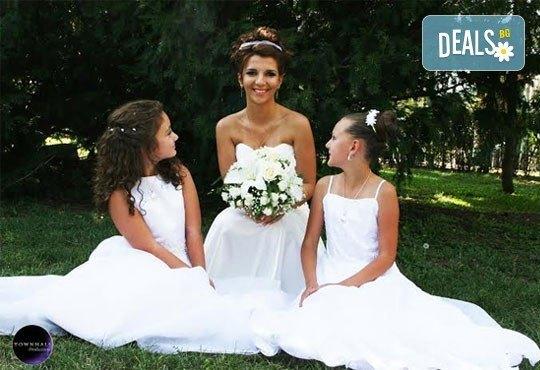 Фото и видео заснемане на сватбено тържество, неогранични кадри, видеоклип, фотокнига и още подаръци, от Townhall Productions! - Снимка 4