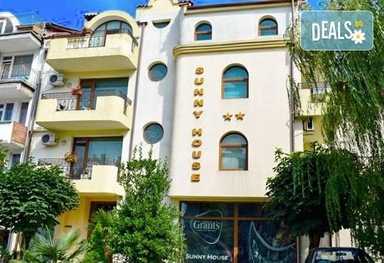 През юли в Царево! 3/5/7 нощувки в Семеен хотел Sunny House 2* - Снимка 10
