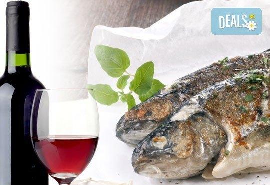 Четири филета риба на скара (пъстърва, скумрия), бутилка вино 750 ml и доставка от Сръбска скара Сан Марино! - Снимка 1