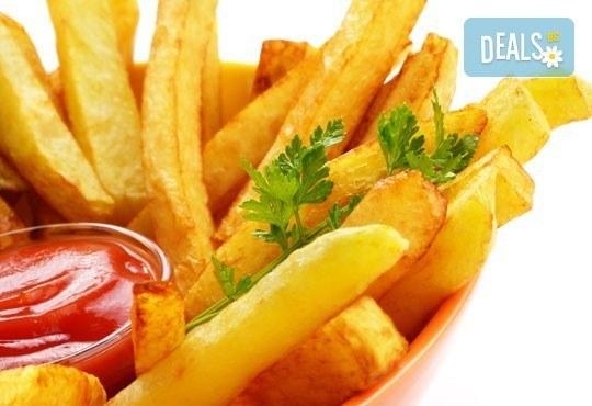 Един килограм пържена риба: барбун, сафрид, цаца и хек с картофки и лютеница в Bar & Dinner SEVEN7A! - Снимка 2