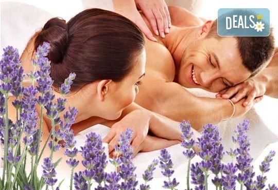 Релаксиращ лавандулов масаж за един или двама, рефлексотерапия и ароматна ваничка с билки от салон Лаура стайл! - Снимка 1