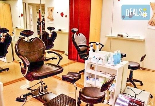 Релаксиращ лавандулов масаж за един или двама, рефлексотерапия и ароматна ваничка с билки от салон Лаура стайл! - Снимка 6