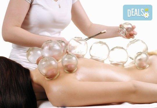 Лечебен масаж с вендузи и топли билкови торбички на цяло тяло или гръб за един или двама в салон Лаура стайл! - Снимка 3