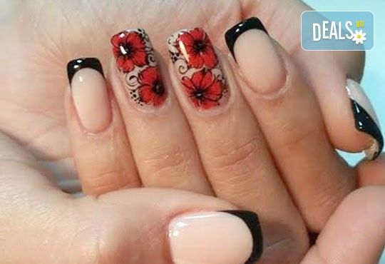 Елегантни и красиви ръце с изящен дълготраен маникюр! Гел лак с подарък 2 декорации със слайдер дизайн от салон Емоция - Снимка 7
