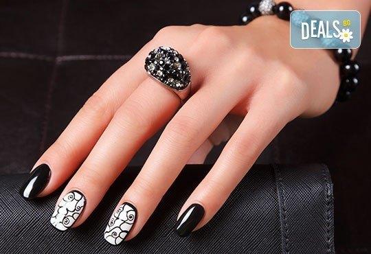Елегантни и красиви ръце с изящен дълготраен маникюр! Гел лак с подарък 2 декорации със слайдер дизайн от салон Емоция - Снимка 2