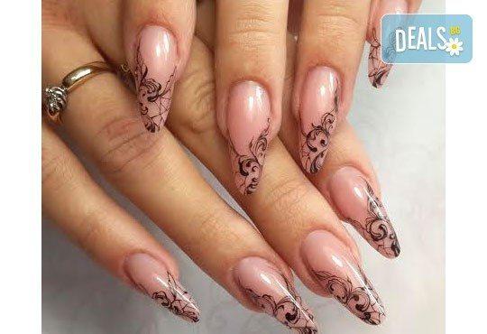 Елегантни и красиви ръце с изящен дълготраен маникюр! Гел лак с подарък 2 декорации със слайдер дизайн от салон Емоция - Снимка 6