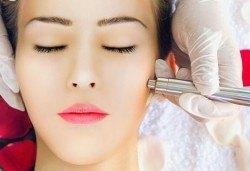 Ултразвуково почистване на лице, комбинирано с дарсонвал и терапия Свежа кожа- безиглена мезотерапия с гел с хиалурон в салон Емоция! - Снимка