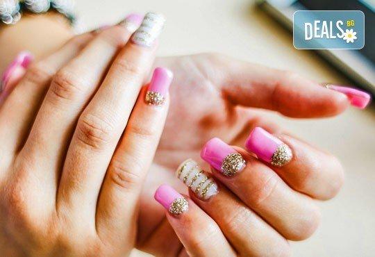 За страстни жени! Ноктопластика с удължители или с изграждане + декорации в Салон Замфира - Снимка 1