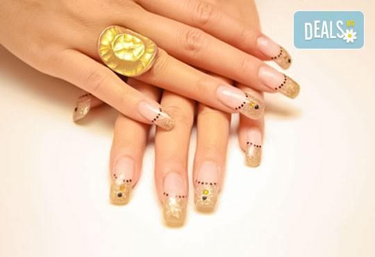 Красиви и стилни ръце с ноктопластика и маникюр с гел лак за здрави нокти и две декорации в салон Блейд! - Снимка 2