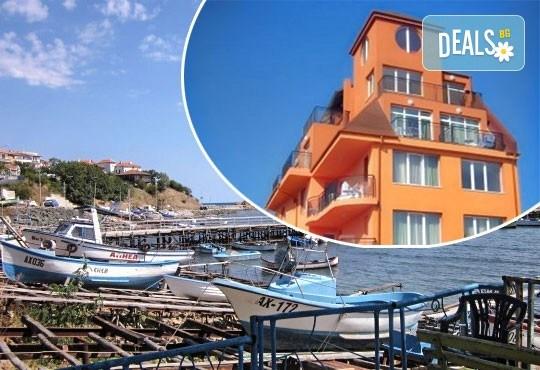 Уикенд от юли до септември в семеен хотел Кайлас на брега на Ахтопол! 2 нощувки с 2 закуски и 1 вечеря на човек! - Снимка 1