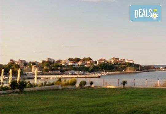 Уикенд от юли до септември в семеен хотел Кайлас на брега на Ахтопол! 2 нощувки с 2 закуски и 1 вечеря на човек! - Снимка 10