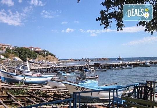 Уикенд от юли до септември в семеен хотел Кайлас на брега на Ахтопол! 2 нощувки с 2 закуски и 1 вечеря на човек! - Снимка 11