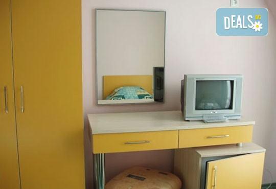 Уикенд от юли до септември в семеен хотел Кайлас на брега на Ахтопол! 2 нощувки с 2 закуски и 1 вечеря на човек! - Снимка 7
