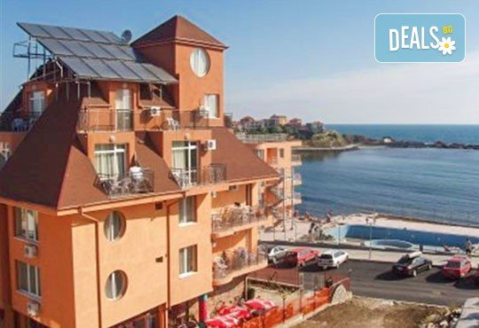 Уикенд от юли до септември в семеен хотел Кайлас на брега на Ахтопол! 2 нощувки с 2 закуски и 1 вечеря на човек! - Снимка 3