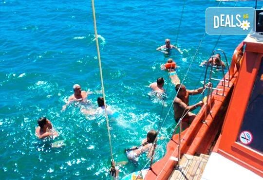 Време за море, слънце и яхта! На разходка с яхта Трофи до о. Света Анастасия! Плаване, разходка, плаж и закуска на борда, цена на човек - Снимка 5