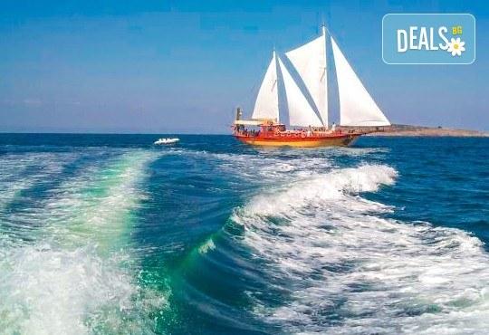 Време за море, слънце и яхта! На разходка с яхта Трофи до о. Света Анастасия! Плаване, разходка, плаж и закуска на борда, цена на човек - Снимка 4