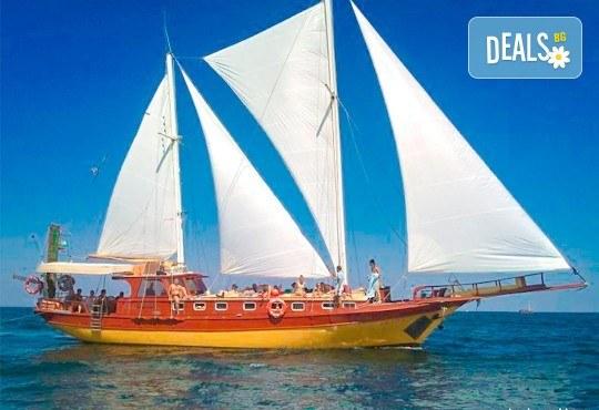 Време за море, слънце и яхта! На разходка с яхта Трофи до о. Света Анастасия! Плаване, разходка, плаж и закуска на борда, цена на човек - Снимка 1