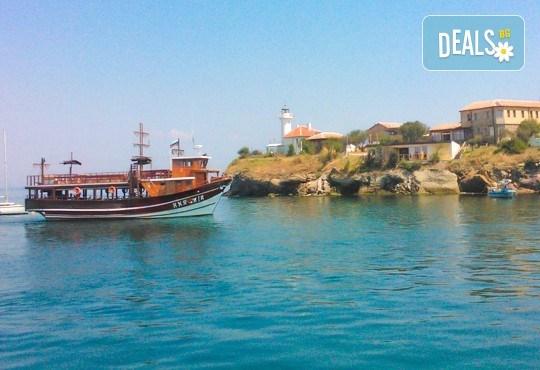 Време за море, слънце и яхта! На разходка с яхта Трофи до о. Света Анастасия! Плаване, разходка, плаж и закуска на борда, цена на човек - Снимка 7