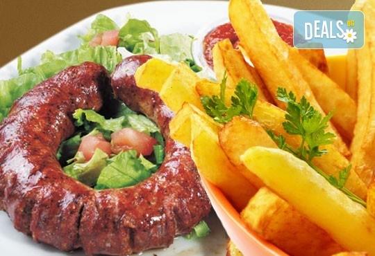 Сръбска плескавица с тава картофи, домашна наденица с пържени картофи или десерт по избор от Сръбски ресторант При Миро! - Снимка 1