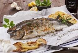 Полезните Омега-3! ДВЕ порции риба: пъстърва или норвежка скумрия (пържена/ печена) + картофки за гарнитура в р-т Balito - Снимка