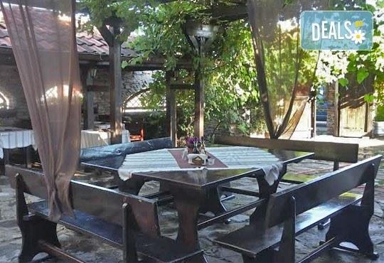 Сач Караджата, с пилешко, свинско, кълцана наденица, зеленчуци, кашкавал, 0.650 г. и 2 шопски салати от ресторант механа Караджата! - Снимка 5