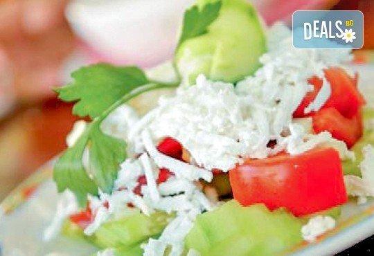 Сач Караджата, с пилешко, свинско, кълцана наденица, зеленчуци, кашкавал, 0.650 г. и 2 шопски салати от ресторант механа Караджата! - Снимка 2