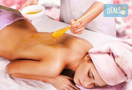 Детоксикация за Вашето тяло! Mасаж на гръб с чист пчелен мед в Салон за красота Карибите - Снимка 1