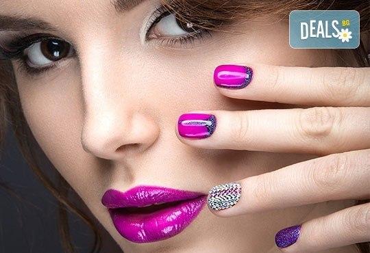 Перфектни ръце! Дълготраен маникюр с гел лак BlueSky и 2 декорации в Салон за красота Карибите - Снимка 1