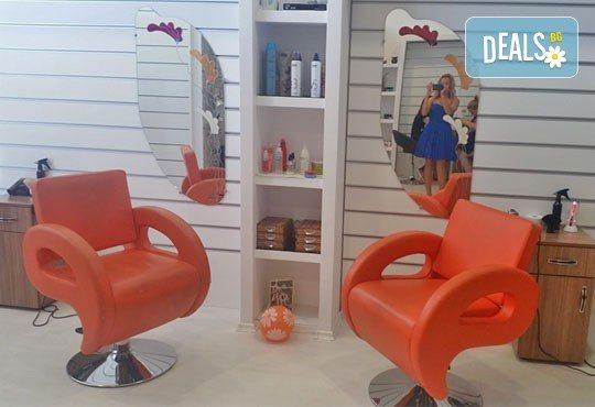Ноктопластика с изграждане и 2 декорации в Салон за красота Замфира, жк Тракия - Снимка 2