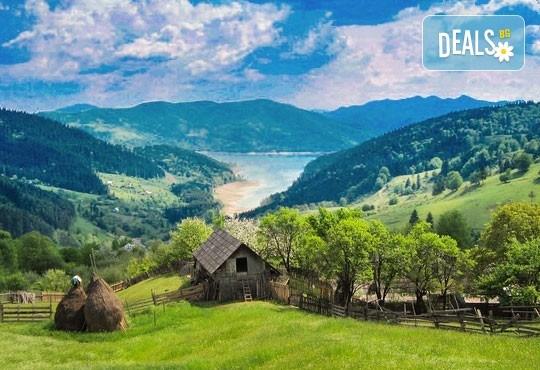 Разгледайте Синая и Букурещ в Румъния! 2 нощувки със закуски и транспорт, възможност за посещение на Замъка на Дракула, Бран и Брашов! - Снимка 3