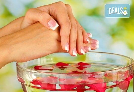 Красиви нокти за дълго време! Класически или френски маникюр с гел лак Elora в салон за красота Калинсим! - Снимка 1
