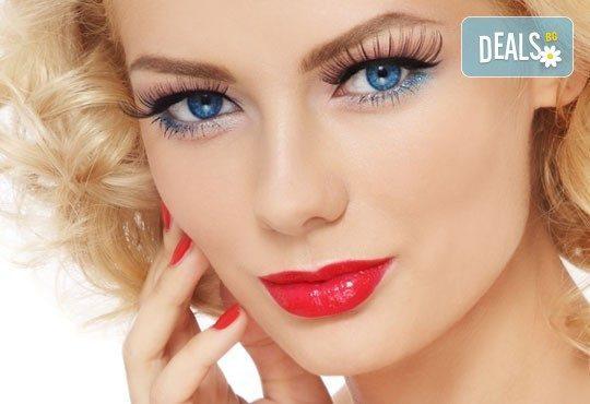Бъдете съвършени с перманентен грим на устни или вежди - контур и цялостно попълване в Poly Dreams Beauty Center! - Снимка 1