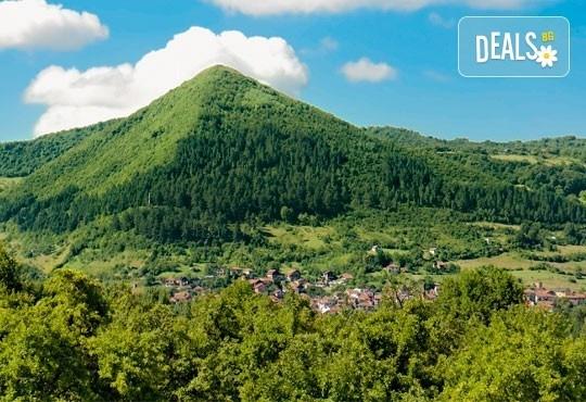 Екскурзия до Сараево, Босна и Херцеговина! 3 нощувки със закуски, транспорт и посещение на Андричград и Босненските пирамиди! - Снимка 2