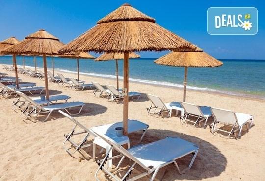 През юли и август за един ден на плаж Аммолофи, Кавала, Гърция! С включени транспорт и екскурзовод от агенция Поход! - Снимка 1