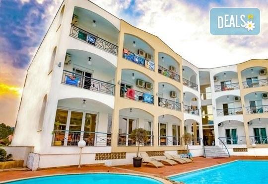 На море през септември в Гърция! 3 нощувки със закуски и вечери в Rentina Beach Hotel 2*, Ставрос , Халкидики, от ТА Ревери - Снимка 2