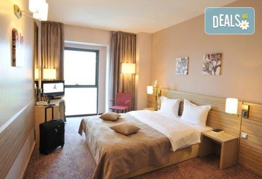 Септемврийски празници в Париж на Балканите'' с Караджъ Турс! 2 нощувки със закуски в Букурещ в хотел 2/3* или 4* и транспорт! - Снимка 3