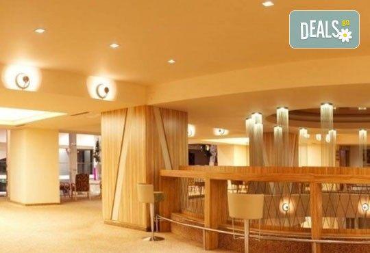 Септемврийски празници в Париж на Балканите'' с Караджъ Турс! 2 нощувки със закуски в Букурещ в хотел 2/3* или 4* и транспорт! - Снимка 5