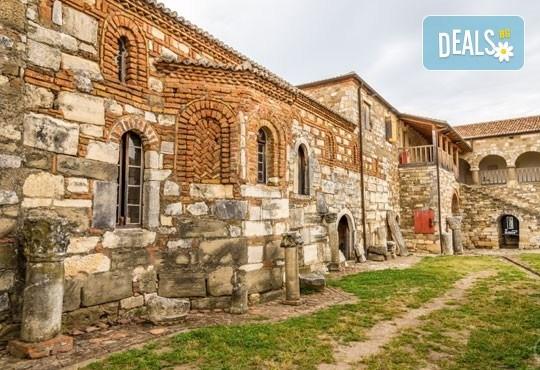 Екскурзия до Албания за септемврийските празници! 3 нощувки със закуски в хотел 2*/3* в Дуръс, транспорт и програма в Скопие и Струга! - Снимка 6