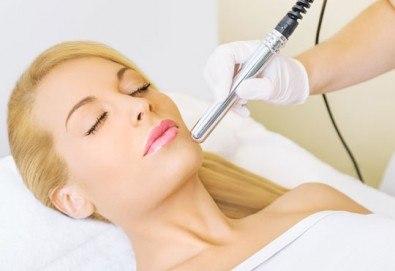 За чиста кожа! Дълбоко ултразвуково почистване на лице и 2 маски спрямо нуждата на кожата в салон Румяна Дермал!