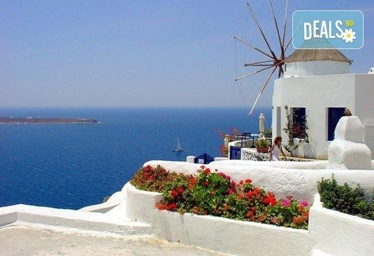 Септемврийски празници на остров Санторини, Гърция! 7 нощувки със закуски, транспорт и екскурзовод, фериботни билети и такси! - Снимка 2